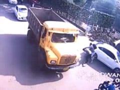 MP: स्कूटर-कार की टक्कर में रोड पर ही झगड़ने लगे दो लोग, 2 मिनट के अंदर कार सवार की मौत!