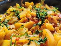 Indian Cooking Tips: Use Cauliflower Stem To Make This Yummy <i>'Gobhi Danthal' Sabzi</i>