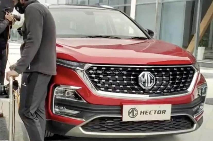 The MG Hector facelift gets a new ZS EV inspired grille that comes with the chrome-stud pattern