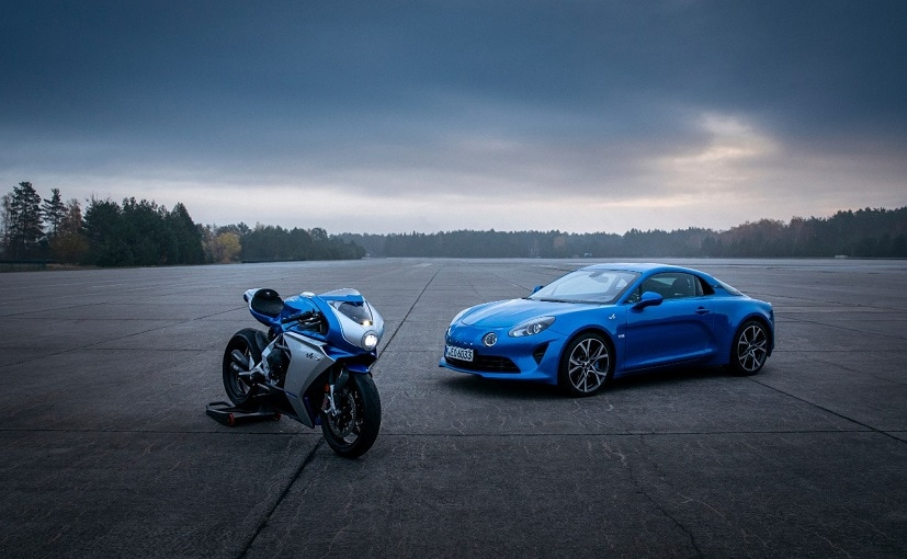 The blue livery of the Superveloce Alpine exactly matches that of the current A110.