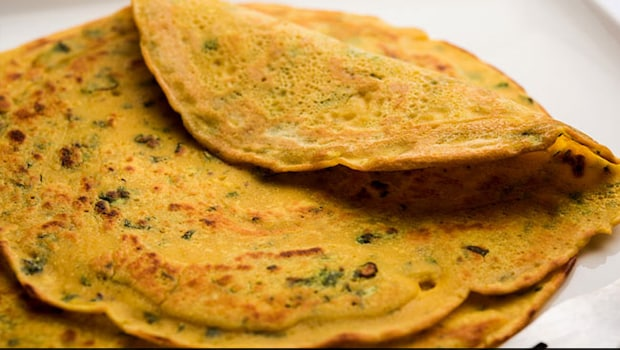 Gujarati Tikha Pudla: This Pudla Recipe Is All That You Need For A Savoury Breakfast (Recipe Inside)