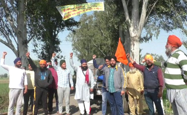 'No Garlands, Only Shoes': Another Haryana Village Boycotts BJP, Ally