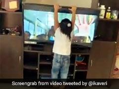 तमिल गीत पर बच्ची ने किया धमाकेदार डांस और फिर जोश में आकर ज़मीन पर पटक दिया TV - देखें Video