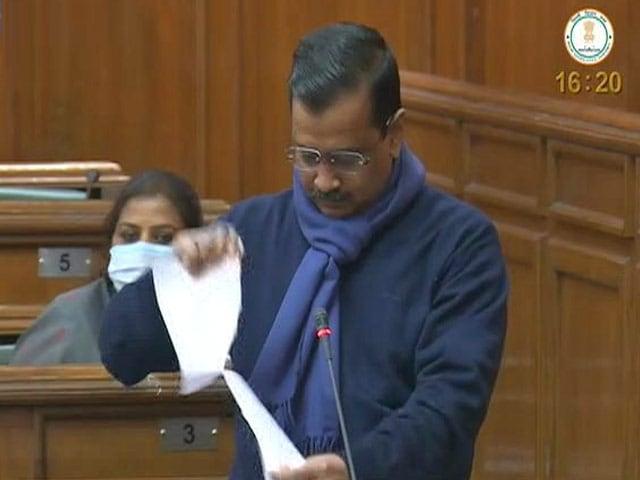 Videos : अरविंद केजरीवाल ने कृषि कानूनों की प्रति फाड़ी, बोले- अंग्रेजों से भी बदतर न बनें