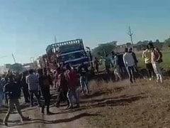 मटर 4-5 रुपये किलो बिक रही, उज्जैन में किसानों ने हंगामा कर वाहनों में तोड़फोड़ की