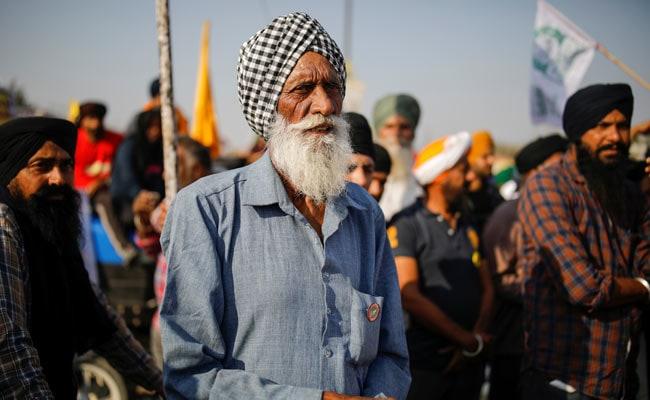 किसानों के आंदोलन तेज करने की घोषणा के बाद दिल्ली पुलिस ने सीमाओं पर सुरक्षा बढ़ाई