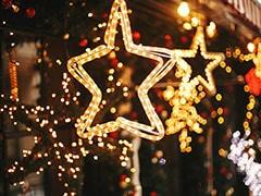 Christmas Decoration: रंग-बिरंगी लाइटों से क्रिसमस पर ऐसे सजाएं अपना घर