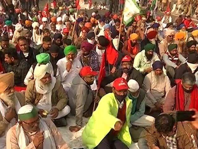 Video : Delhi-Meerut Highway Blocked Amid Farmers' <i>Bharat Bandh</i> Call