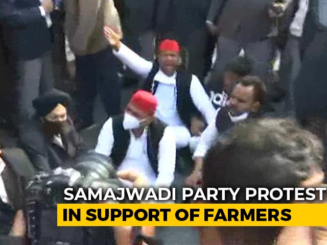 Video : Akhilesh Yadav Detained From Sit-In Near His Home To Protest Farm Laws