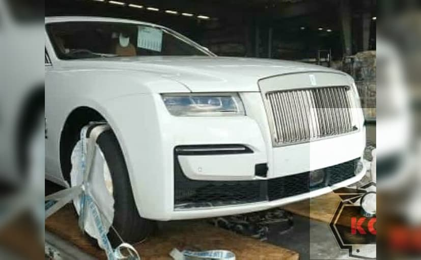The Rolls-Royce Ghost in the spy photos appears to be the standard-wheelbase model