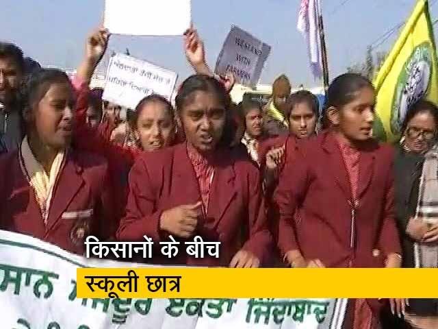 Video : किसानों को समर्थन देने के लिए आए स्कूली छात्र, कृषि कानून के खिलाफ निकाला मार्च