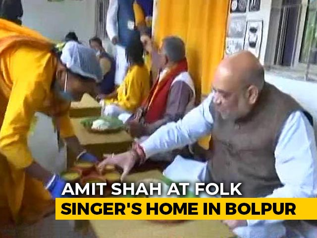 Video : Amit Shah Eats Lunch At Bengal Folk Singer's House In Santiniketan