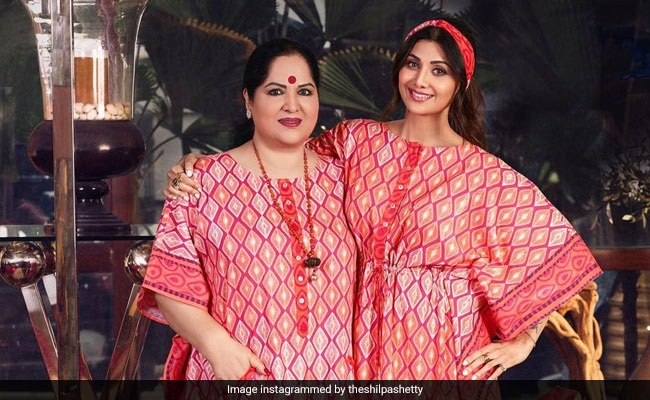 This Pic Of Shilpa Shetty And Mom Sunanda, Twinning In Red, Is Winning The Internet