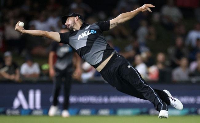 NZ Vs PAK: डैरेल मिचेल ने एक हाथ से लिया ऐसा कैच, देखकर साथी खिलाड़ी