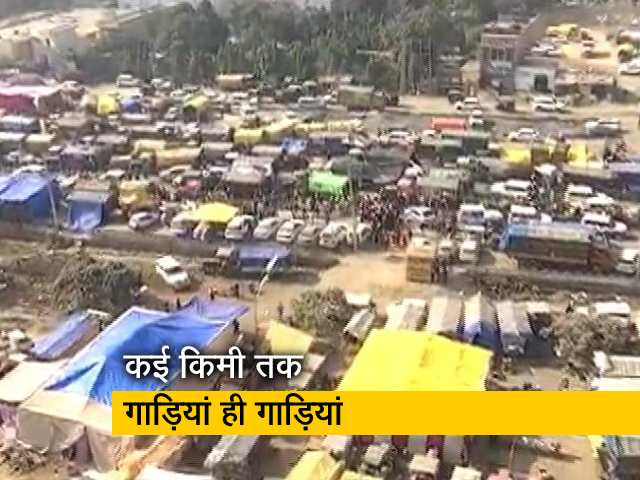 Videos : किसान आंदोलन: सड़क पर बसे अस्थायी शहर का नजारा