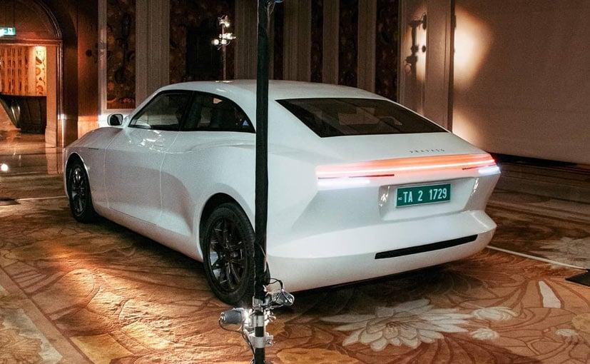 कार सिर्फ 30 मिनट में ही 300 किलोमीटर का चार्ज हासिल कर लेगी.
