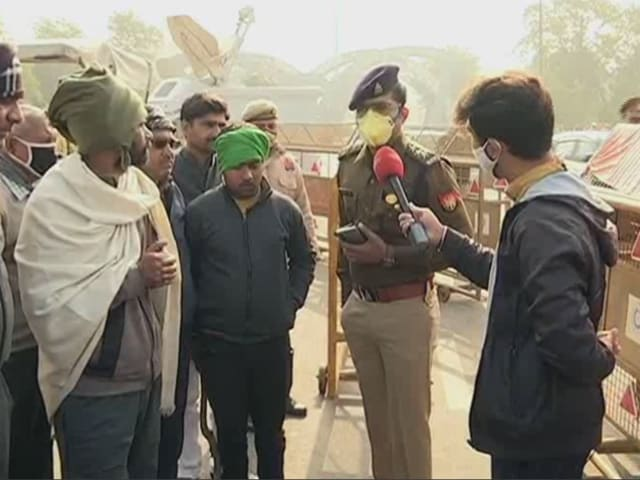 """Video : """"UP Cops Detaining And Following Our Volunteers"""": Farmer Leader"""