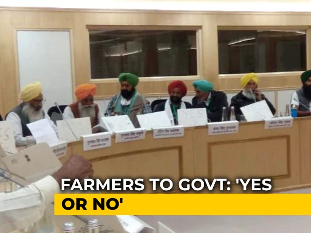 Video : With 'Yes/No' Placards, A Silent Protest From Farmers At Government Meet