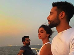 """Just A Pic Of """"Sunset Lovers"""" Deepika Padukone And Siddhant Chaturvedi Chilling Together"""