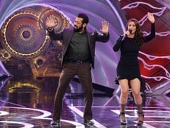 Salman Khan Dances To Dhvani Bhanushali's Song <i>Nayan</i> On <i>Bigg Boss 14</i>