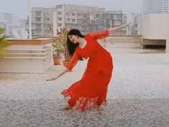 क्रिसमस के मौके पर Adah Sharma ने घर की छत पर किया बेहतरीन डांस, वायरल हुआ Video