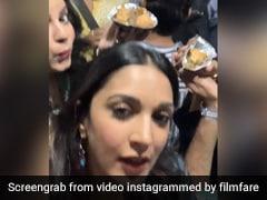 Kiara Advani सिनेमाहॉल में देखने पहुंचीं 'इंदु की जवानी', यूं हुई समोसा पार्टी- देखें Video