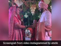 पुनीत पाठक और निधि सिंह ने एक दूसरे को यूं पहनाई वरमाला, शादी का Video हुआ वायरल