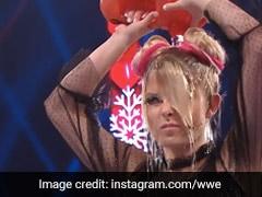 WWE के रिंग में इस लेडी रेसलर ने खुद पर छिड़क लिया पेट्रोल और रैंडी ऑर्टन ने जला दी माचिस की तीली...देखें Video