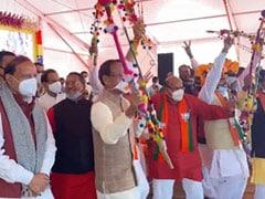 ...जब ढोल बजाते और आदिवासी धुन पर थिरकते दिखे मुख्यमंत्री शिवराज सिंह चौहान