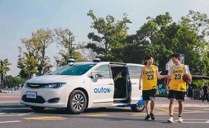 चीन के शेन्ज़ेन की सड़कों पर ड्राइवरलेस रोबोट टैक्सी तैनात की गई हैं.