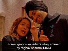नेहा कक्कड़ ने रोहनप्रीत सिंह संग 'शोना-शोना' गाने पर दिए एक्सप्रेशंस, देखें Video