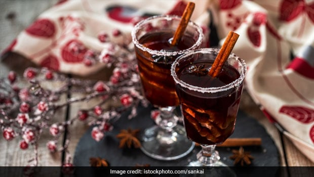 Christmas 2020: How To Make Mulled Wine At Home For Festive Celebrations (Recipe Video)