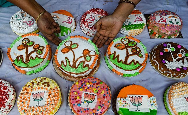 Christmas Cakes In Kolkata With Icing Of Party Symbols. See Pics