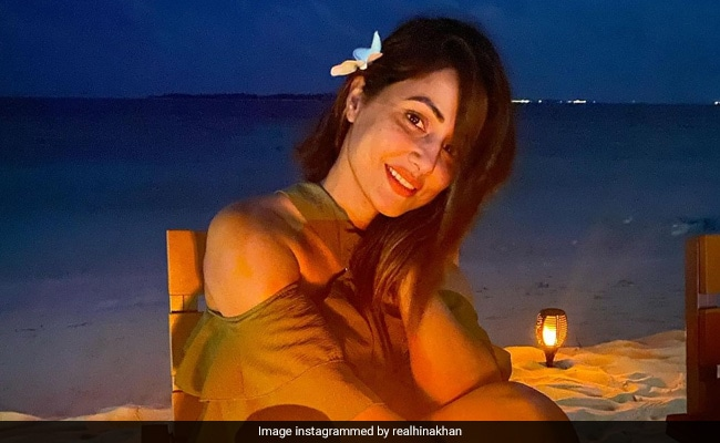 Hina Khan had dinner at the beach in Maldives, looks beautiful in the actress in photos