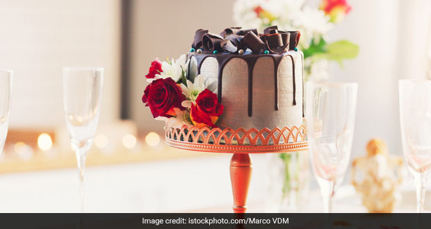 How To Cut Birthday Cake With Wine Glasses - Viral Hack Has Got The Internet Obsessed