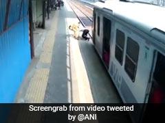 खुद को खतरे में डालकर पुलिसवाले ने बचाई रेलवे ट्रेक पर फंसे बुजुर्ग की जान, देखें Video