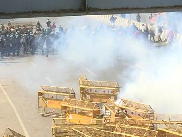Video : Top News Of The Day: Police, Protesting Farmers Clash In Delhi On R-Day