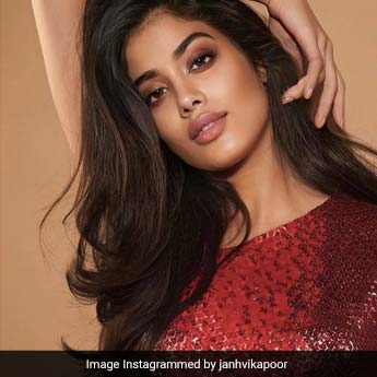 Get Your Weekend Glam On Like Janhvi Kapoor With Bronzed Skin And Smokey Eyes