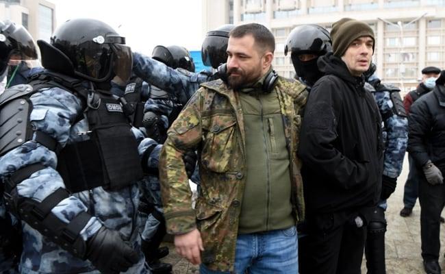 Over 500 Detained In Protests Across Russia Demanding Kremlin Critic's Release