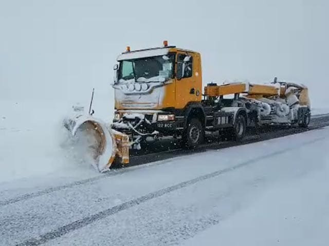 Video : Watch: Bulldozer Used As Non-Stop Snowfall Cuts Road, Air Links With J&K