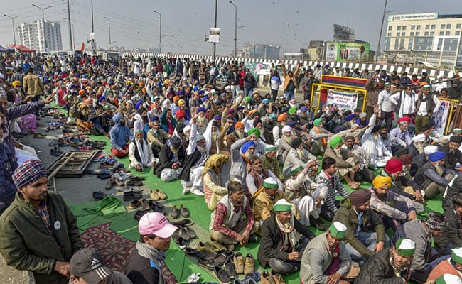 Delhi-UP Border Tense As Cops Try to Remove Protesting Farmers