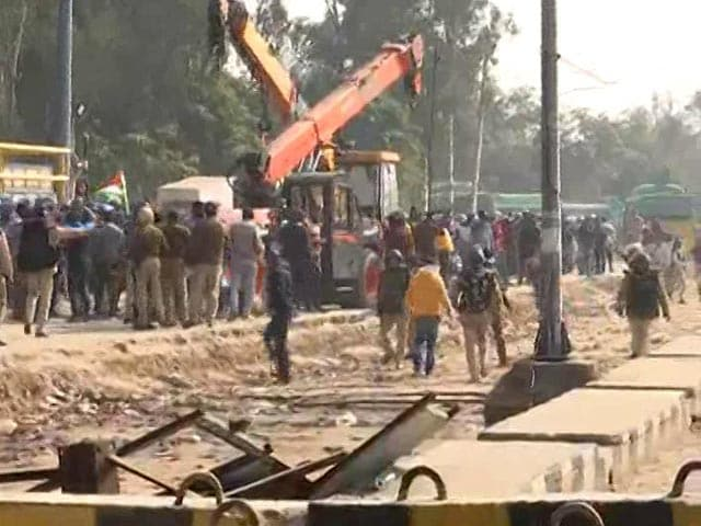 Video : Stones Thrown, Tents Vandalised By People At Farmers' Protest Site