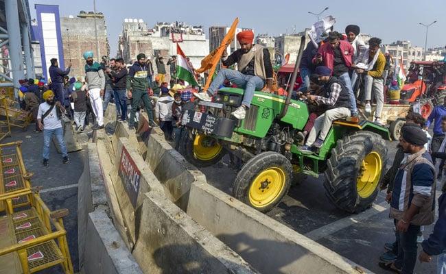 किसानों की ट्रैक्टर परेड के दौरान हिंसा के मामले में दिल्ली पुलिस ने सात एफआईआर दर्ज कीं