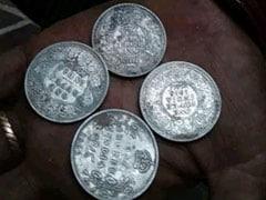कैथल में पुरानी हवेली की खोदाई से मिले 103 साल पुराने चांदी के सिक्के