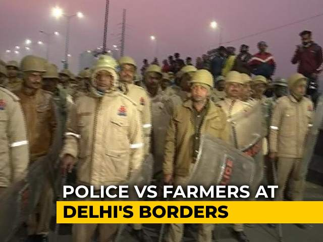 Video : Confrontation Builds Up At Delhi-UP Border As Cops Try To Remove Farmers