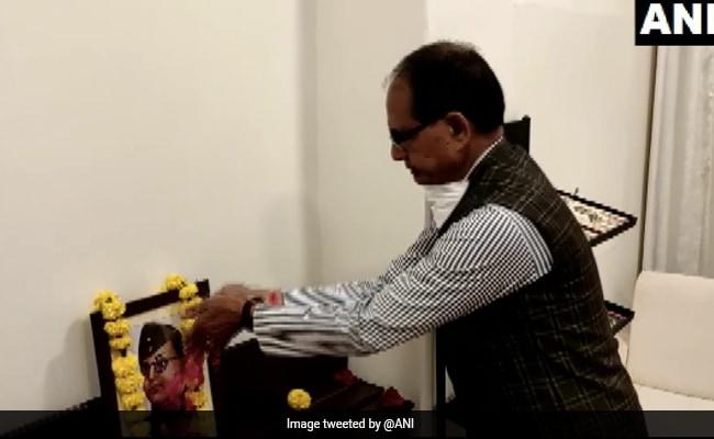 Shivraj Chouhan Pays Floral Tribute To Netaji On His 125th Birth Anniversary