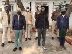 दिल्ली: SDM ऑफिस में वॉलंटियर्स थे, मास्क न पहनने पर काट रहे थे फर्ज़ी चालान, गिरफ्तार