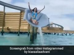 Kiara Advani ने स्लाइड के जरिए पूल में लगाई छलांग, स्काई ब्लू मोनोकिनी में दिखा ग्लैमरस अंदाज- देखें Video