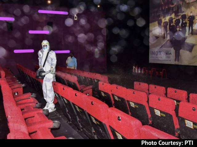 Video : No Social Distancing, Crowds At Chennai Theatre To Buy Tickets For Actor Vijay's Latest Movie