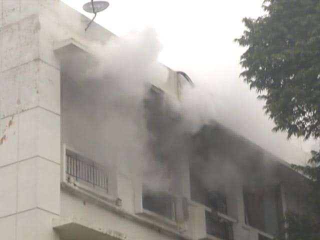 Video : Fire Breaks Out At Building In Delhi's Busy Ito Area